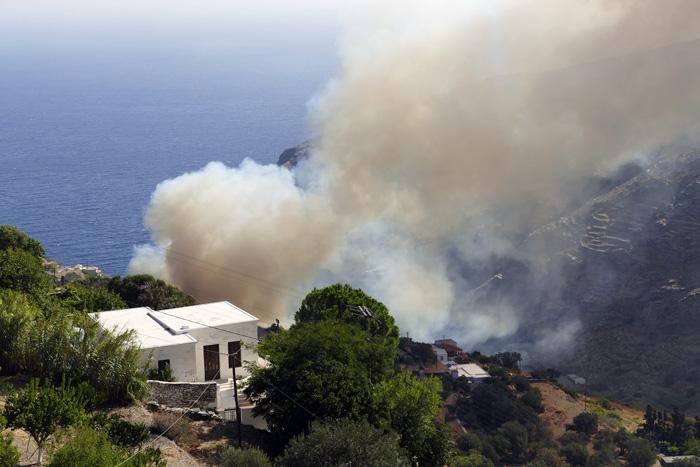 Το βίντεο του Αλέξανδρου Γαρδέλη από την φωτιά στο Συνετί
