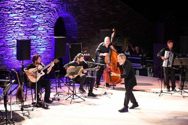 Η συναρπαστική συναυλία Ξαρχάκου στο Φεστιβάλ Άνδρου