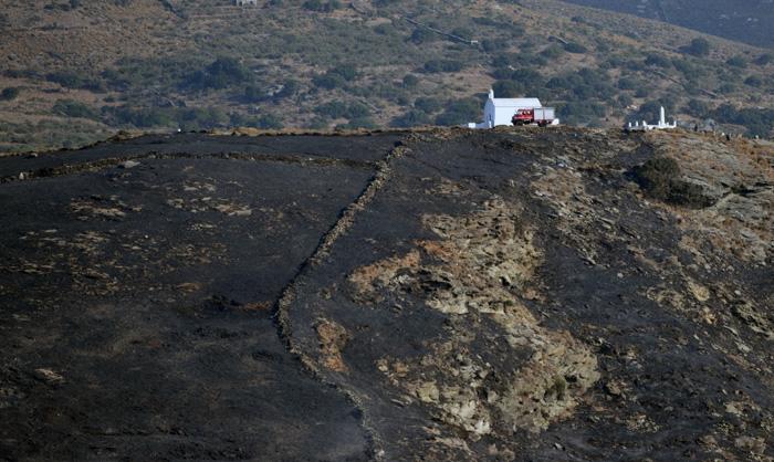 Πυρκαγιά στη Χώρα περιοχή εργοστασίου Δ.Ε.Η. - Τρύπες - Αγία Τριάδα