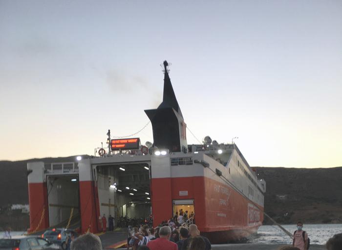 """Το """"Andros"""" δεν έφυγε από το λιμάνι της Ραφήνας"""