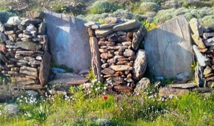 Η καταστροφή των λιθόκτιστων στην περιοχή Φραγκάκι Άνδρου