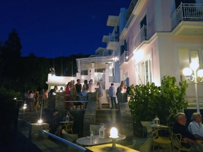 """Εγκαινιάστηκε το ελληνικό καλοκαίρι στην """"Ανερούσα"""""""