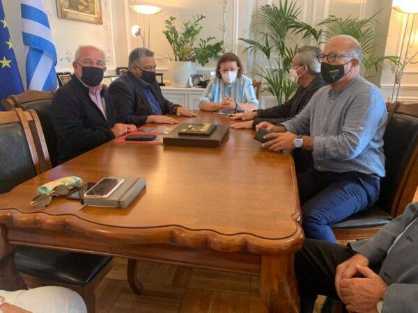 Δ. Λοτσάρης, Δ. Γιαννίσης με την υπουργό Πολιτισμού στη Σύρο για τον Πύργου του Αγίου Πέτρου