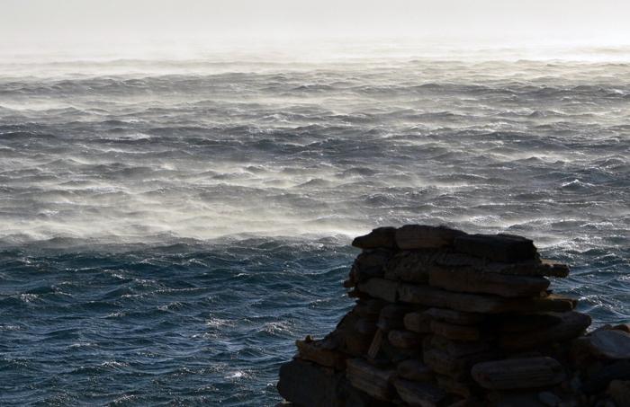 Ισχυροί άνεμοι. Την προσοχή εφιστά το Λιμεναρχείο